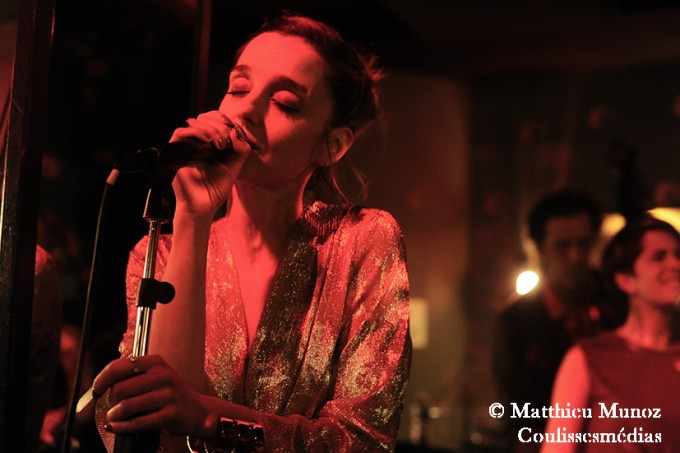 Rosalie en showcase au Chacha Club, Paris.