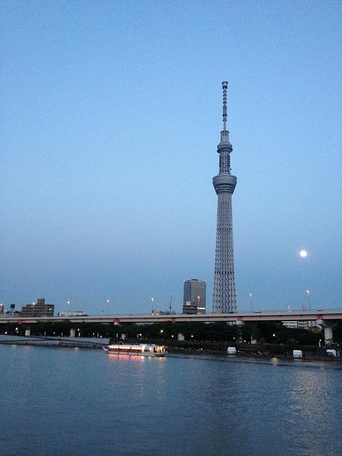 Tokyo Sky Tree et super lune